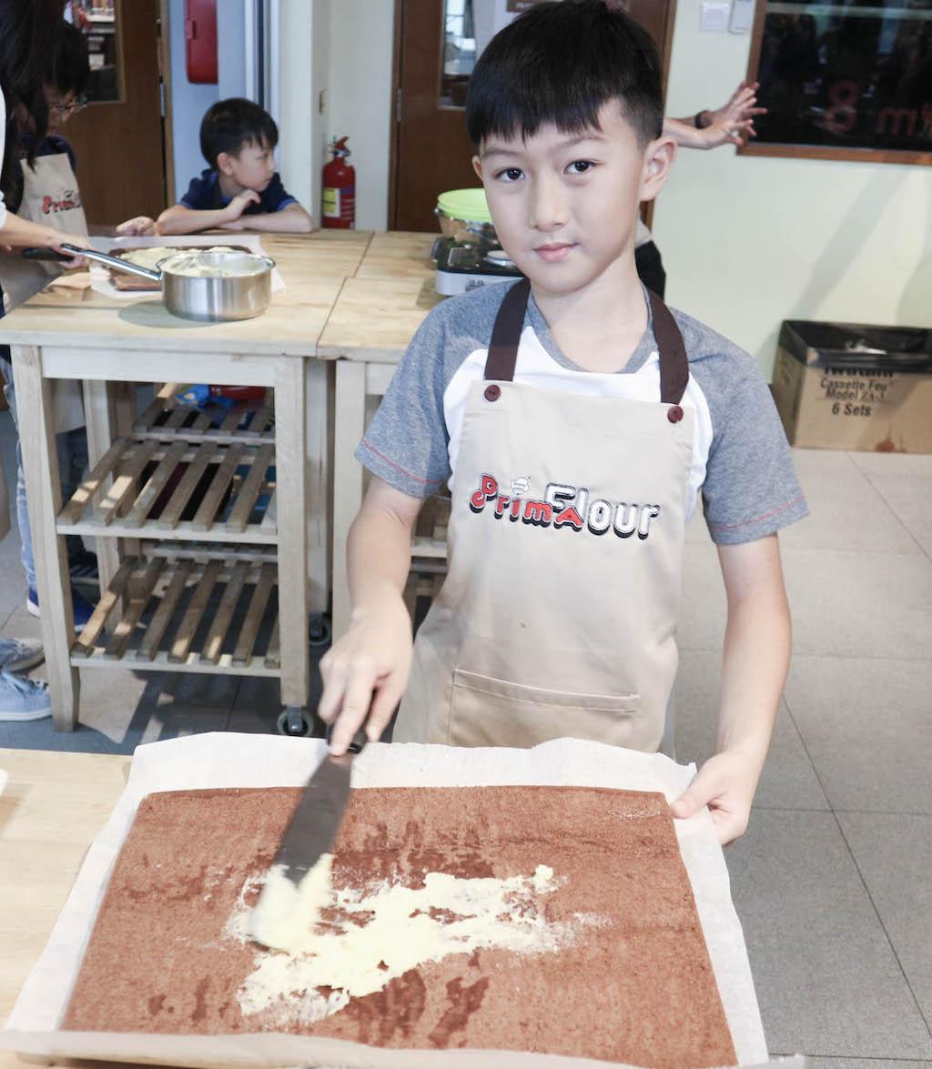christmas_log_cake_sponge_prima_flour