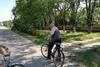 Mit Adam Csonti auf Fahrrädern durch das Dorf