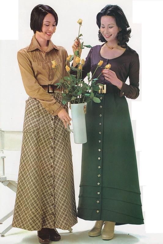 お客さまを迎えるドレス ルリ・落合 : 「婦人画報」1975年1月号、111頁。