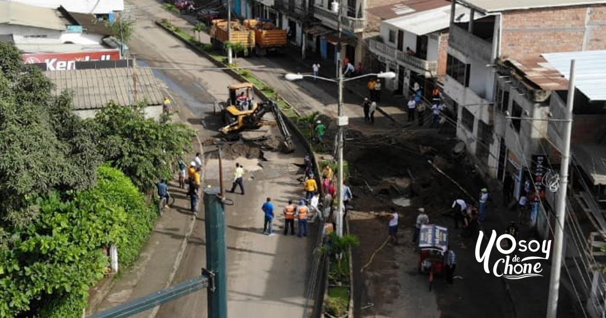 Socavón afectó avenida Amazonas