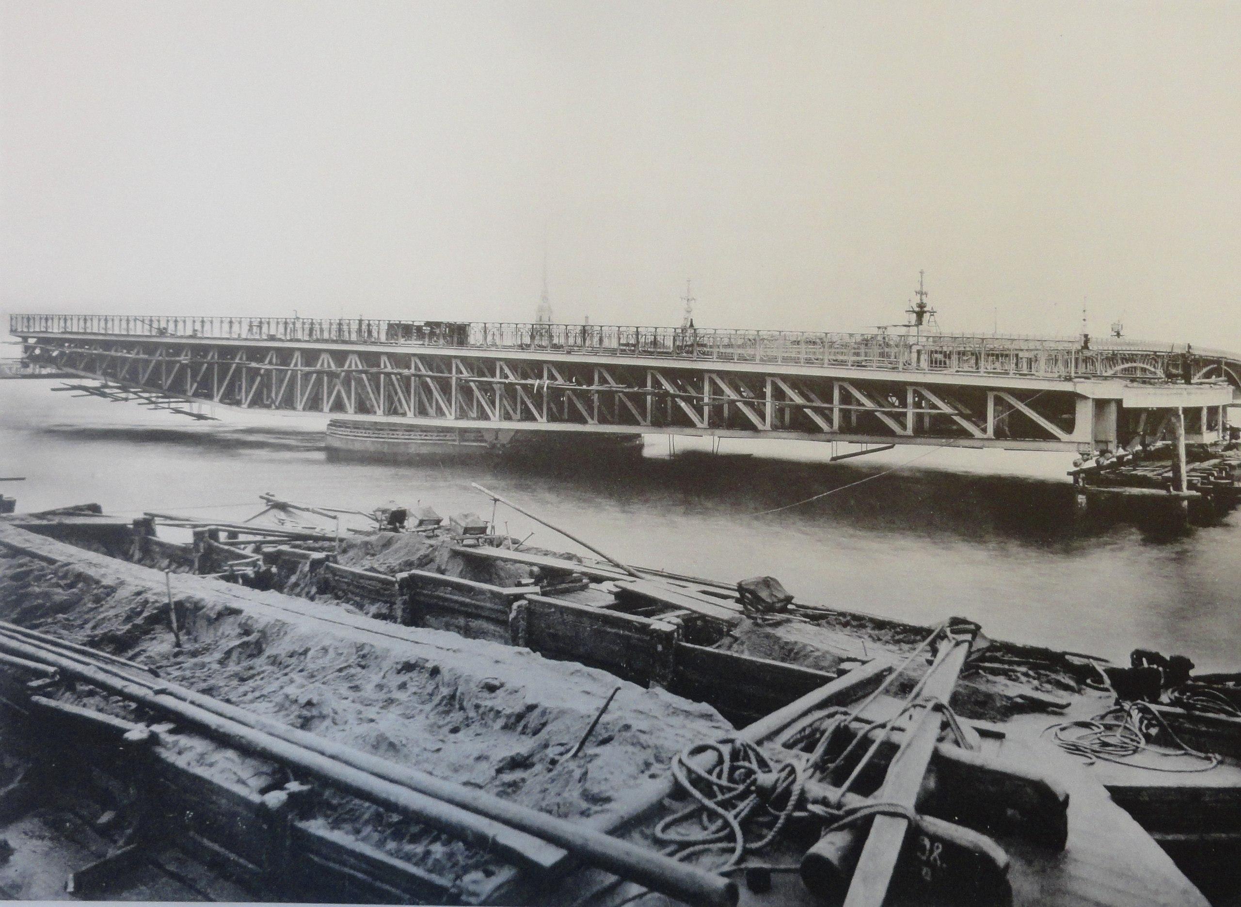 1902. Поворотный мост в разведенном положении. Октябрь