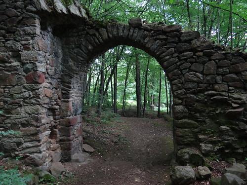 Wenn die Burgen Sachsens noch beständen  auf dem schroffen Felsgestein 00666