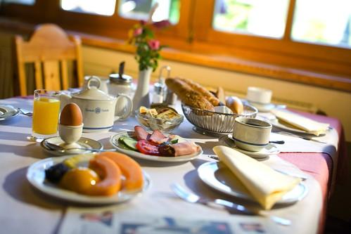 Kraft für den Tag mit einem regionalen Frühstück
