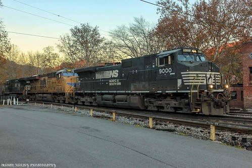 U41 making it's moves around Appalachia on fall evening.