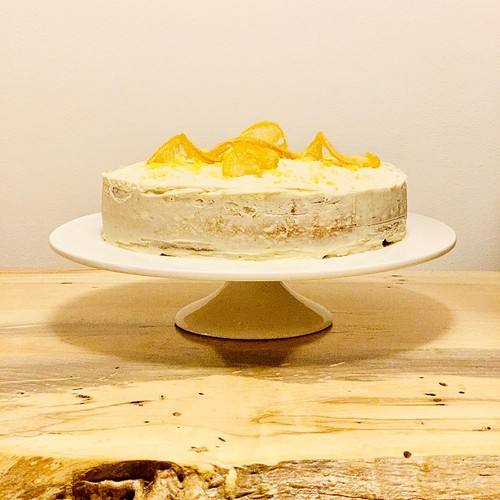 lemon cake with lemon buttercream frosting & candied lemon slices #greatbritishbakingshowinspired #baking #cake