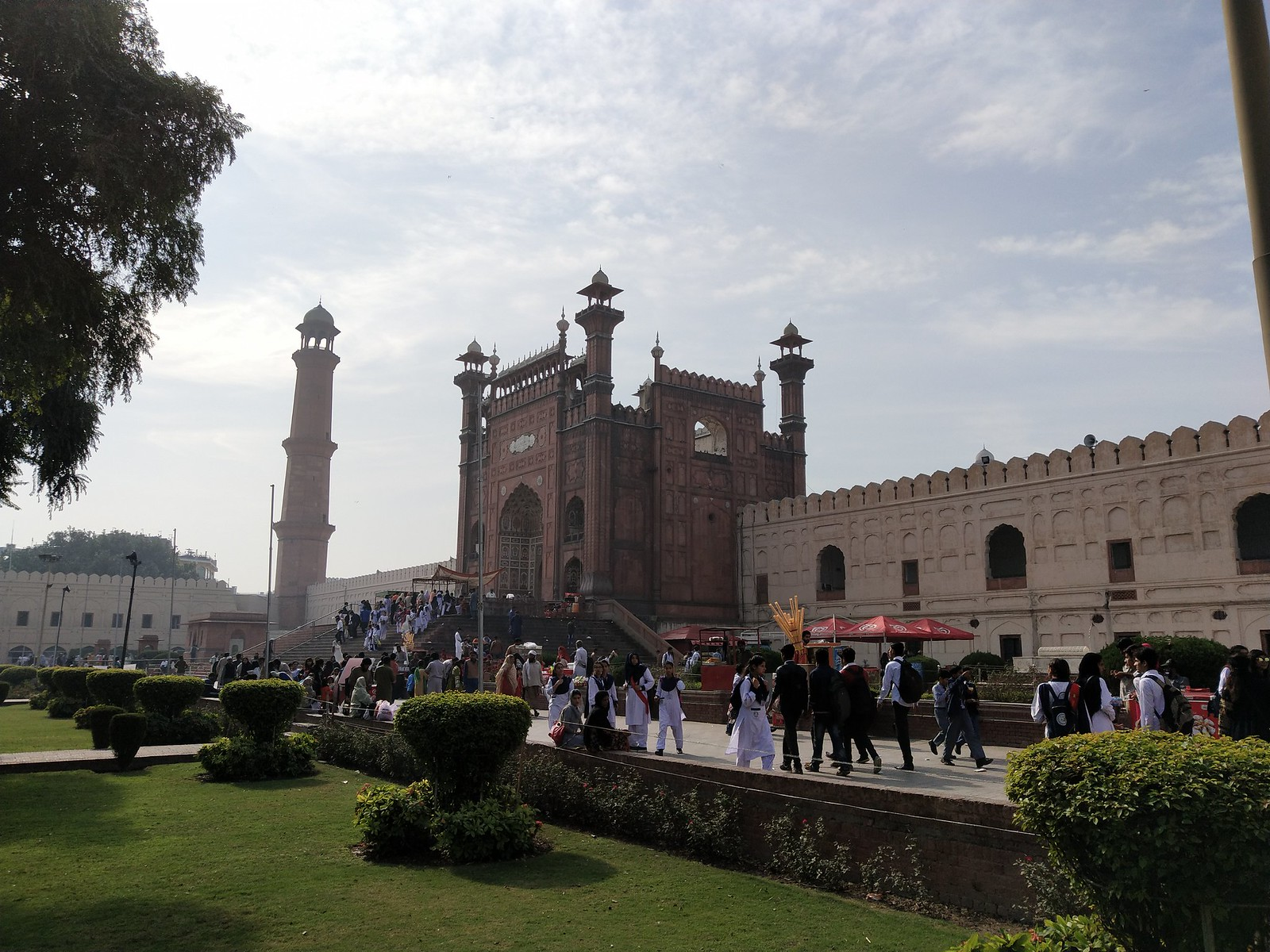 Badshahi Mosque Picture with Auto Mode on Vivo V11 Pro