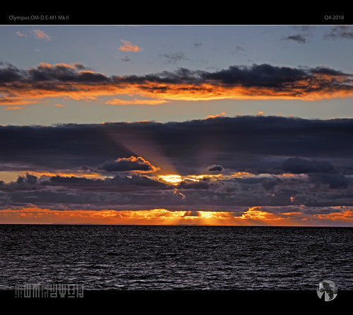 sunset sky clouds sun ocean tomraven aravenimage water cloud rays q42018 olympus em1mk2
