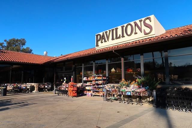 Pavilions donates food