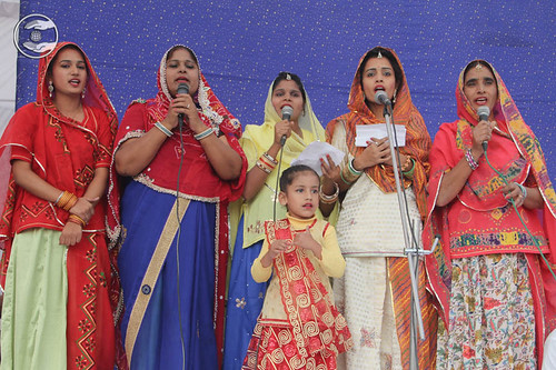 Devotional song by Leelavati and Saathi from Bhiwadi