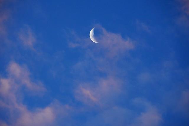 Mooning the sunset, Nikon D7500, AF-S DX Nikkor 18-300mm f/3.5-6.3G ED VR
