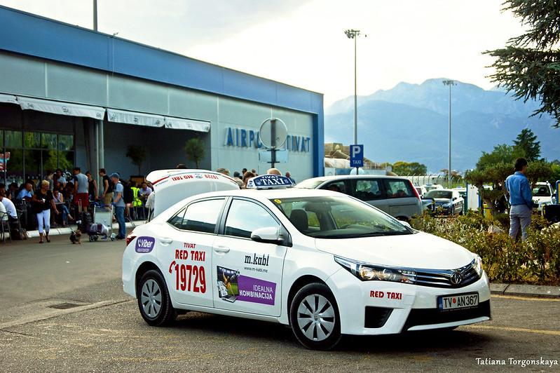 """""""Red taxi"""" возле тиватского аэропорта"""