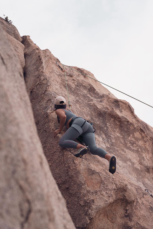 05rockclimbing-ropeclimbing-bouldering-joshuatree-fitness
