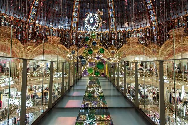 Passerelle-des-Galeries-Lafayette-Paris-Haussmann-1024x682