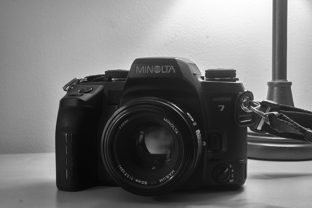 Camera Review Blog No. 104 - Minolta Maxxum 7