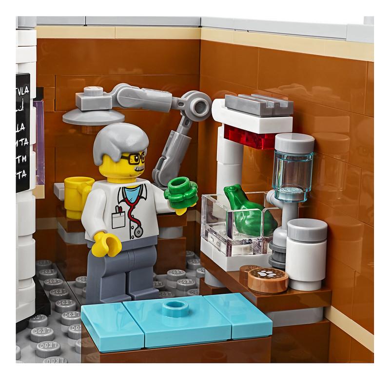 LEGO Corner Garage 10264