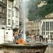 Mannequin posant devant une source d'eau chaude