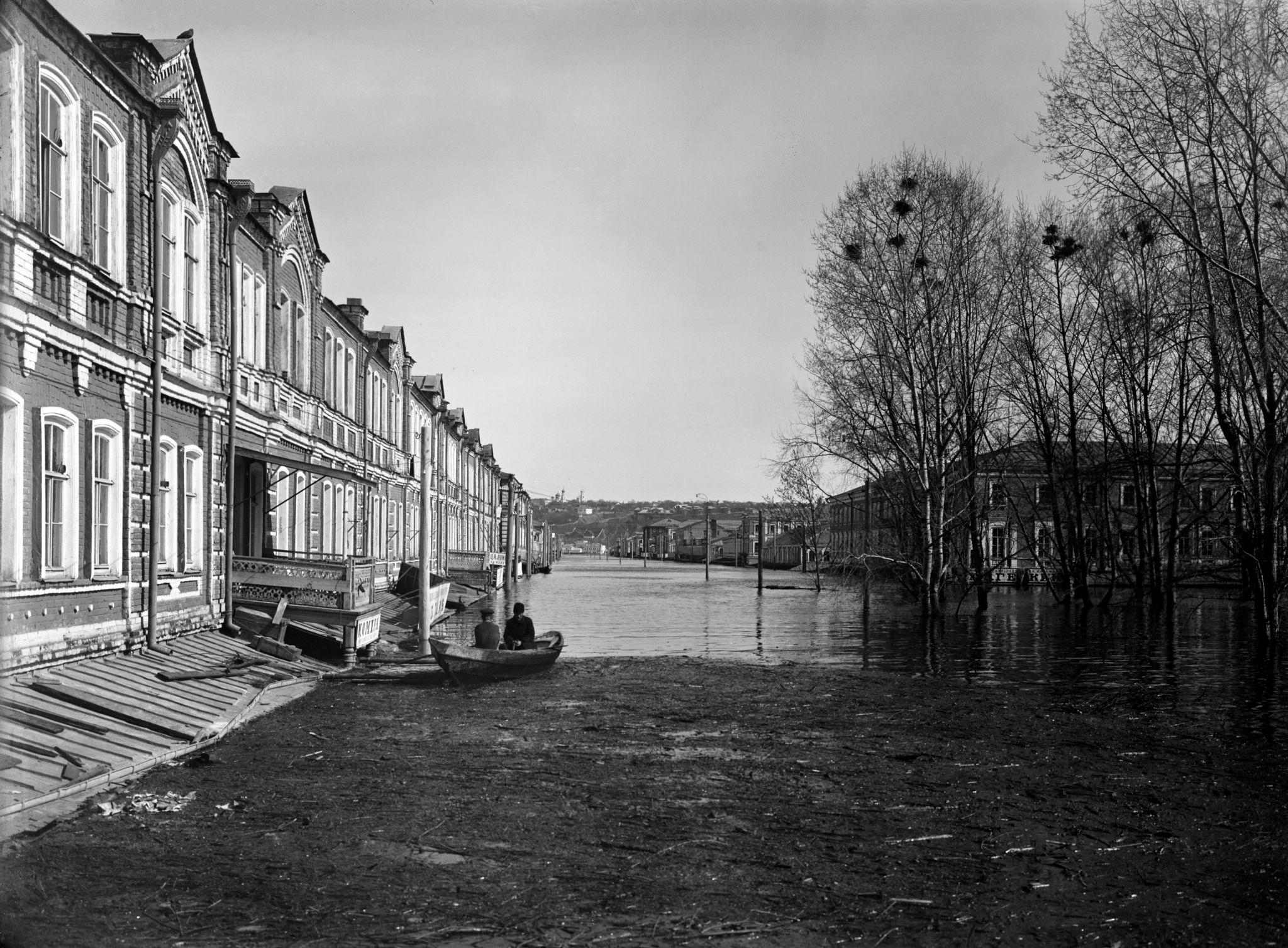 Нижегородская (Самаркандская) улица. Справа сад Аркадия