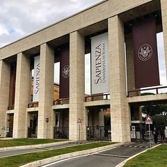 #Buongiorno Sapienza e #buonadomenica con una foto dei propilei di piazzale Aldo Moro 5 di @lurdeseusebio ・・・ #Repost: «Love it :heart_eyes: #visit #amazing #travel #travellover #world #work #workhardplayhard #university #business @sapienzaroma» ・・・ #repo