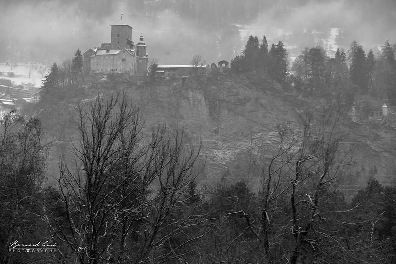 Chateau d'Orstenstein, Tumegl/Tomils, Bernina Express, Glacier Express par  Bernard Grua - Rhätische Bahn, Chemins de fer rhétiques