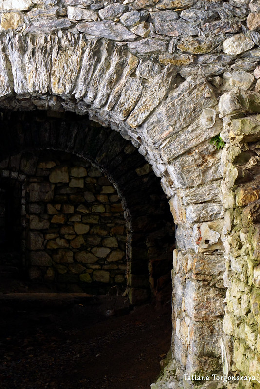 Арочные проходы внутри крепости