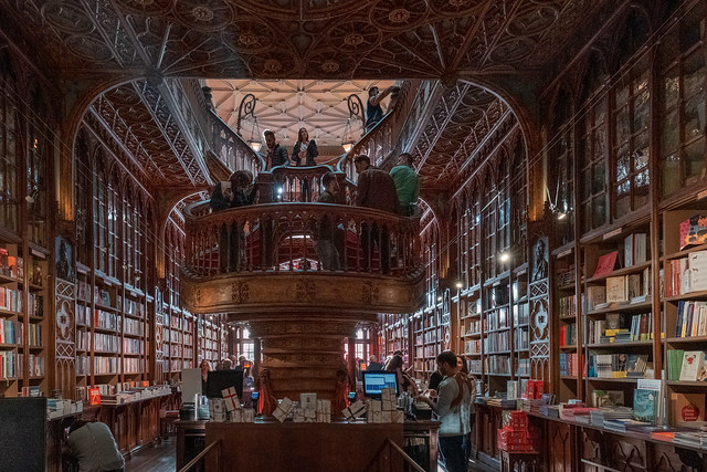 F2089 ~ The Cathedral (of books)