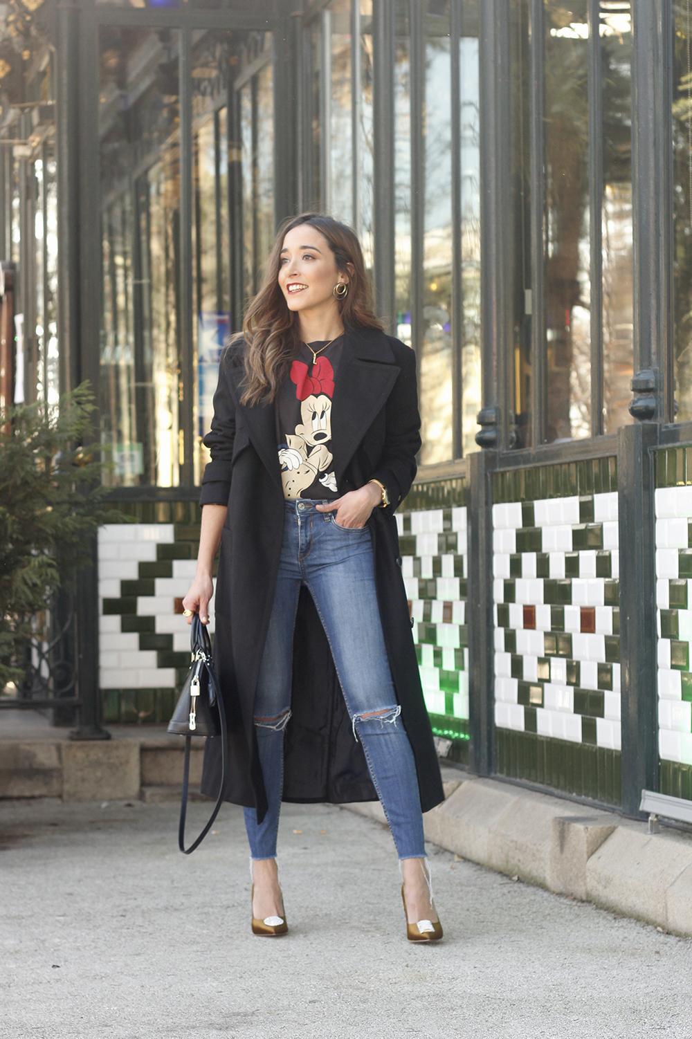 black trench coat amazon fashion minnie t-shirt louis vuitton bag uterqüe street style outfit 20199