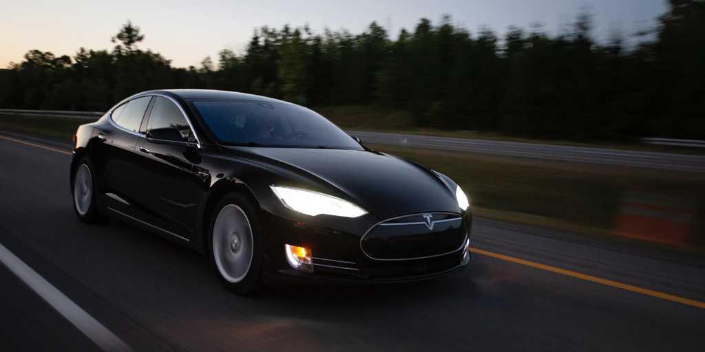 Écoutez une Tesla faire 6 pets à la demande