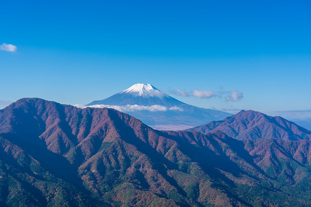 御正体山と杓子山を前衛に・・・富士山@赤岩