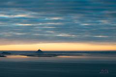 levée du jour sur le Mont st Michel depuis les falaises de champeaux _ Carolles _ cabane vauban - Photo of Champeaux
