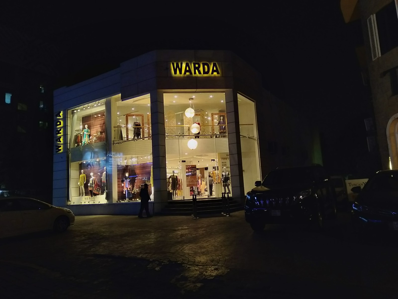 Picture of Building with HDR mode on OPPO A7 at night