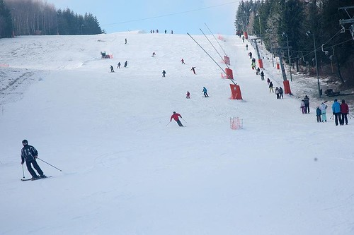 Lyžujte 3 hodiny přes den nebo večer v lyžařském areálu PEKLÁK u České Třebové se 40% slevou