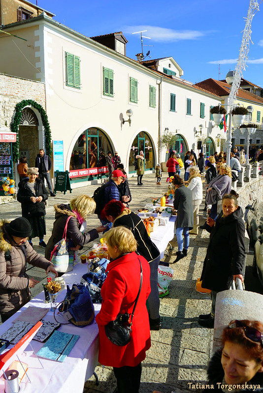 Фестивальная ярмарка на улице Негошева