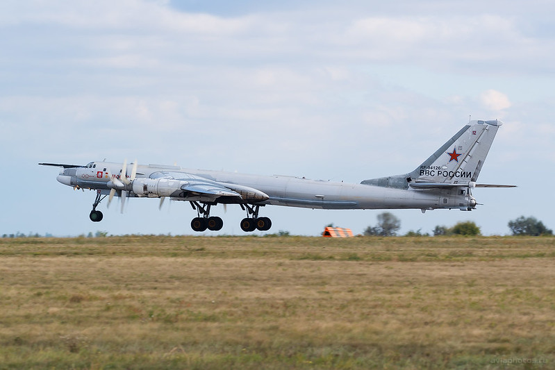 Tupolev_Tu-95MS_RF-94126_12red_RussiaAirforce_1018_D803295