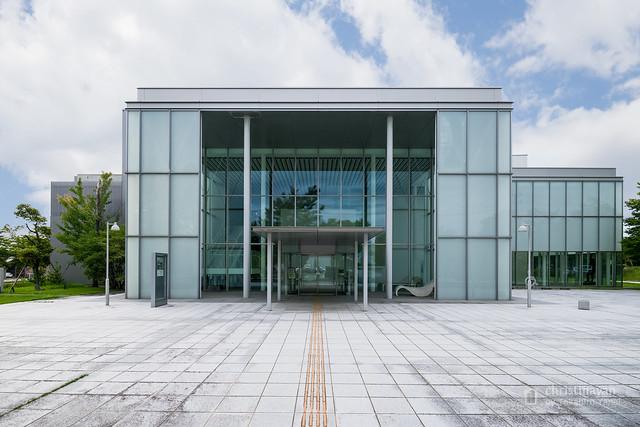 The facade of Tsuruoka Art Forum (鶴岡アートフォーラム)