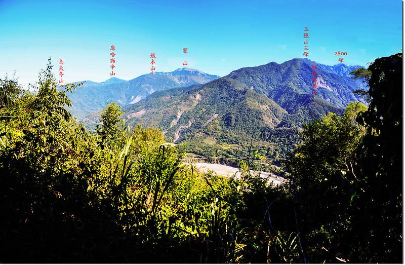 濁水溪山途中(海拔1033 m)東北眺群山 3-1