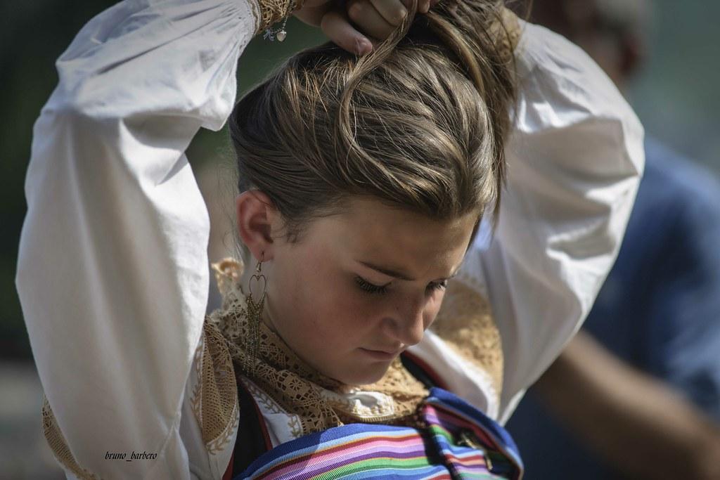 Ragazza in costume della Val Mastallone(Fobello)