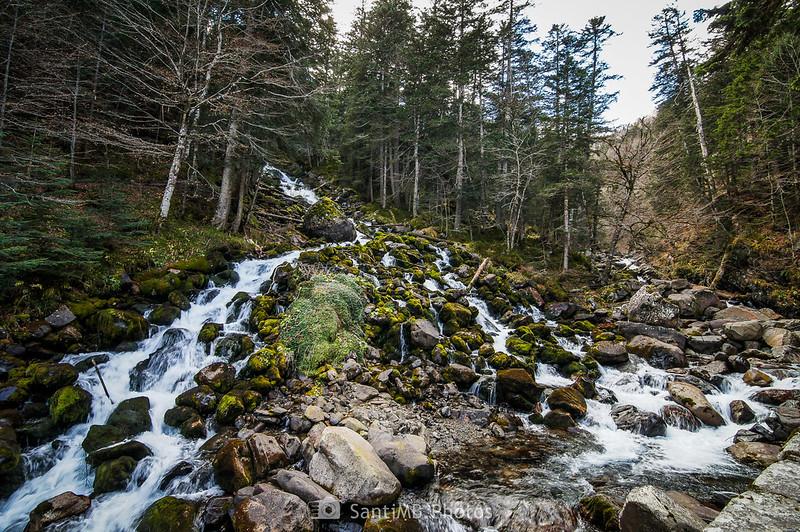 La cascada de los Uelhs y el río Joèu