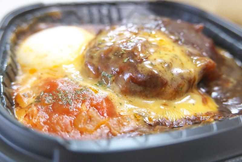 セブンイレブン とろ~りチーズソースデミとトマトのロコモコ