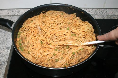 10 - Nudeln & Sauce gründlich vermengen / Mix spaghetti & sauce