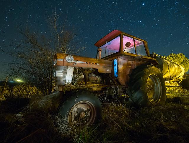 tractor 32209224808_08bce73427_z