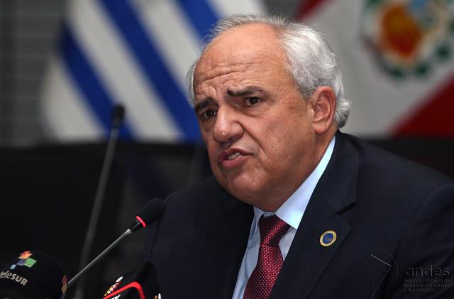 Apostar em isolamento da Venezuela pode legitimar desfecho sangrento, diz Samper