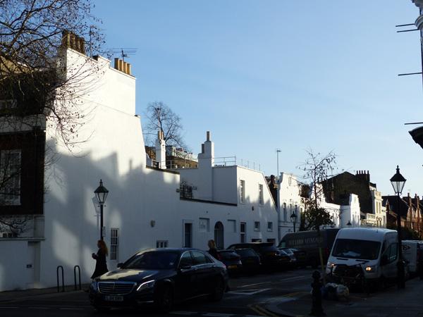 petite rue aux maisons blanches