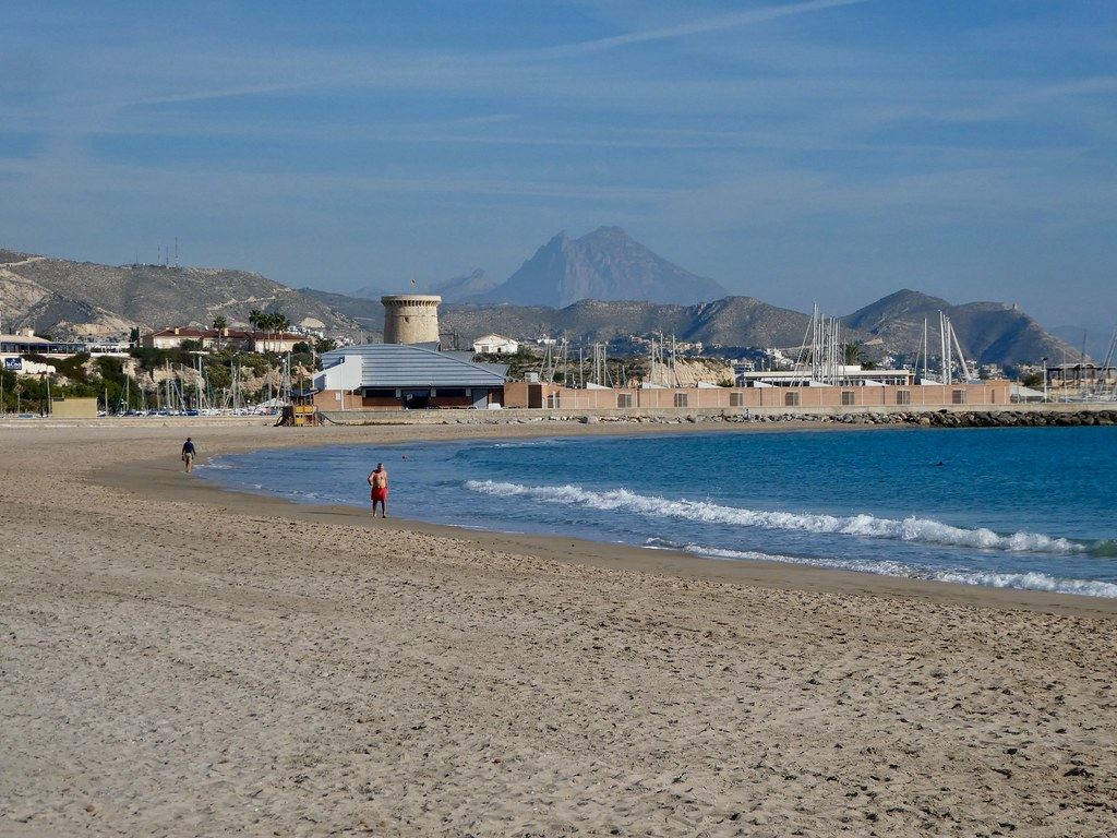 The sweeping bay of El Campello