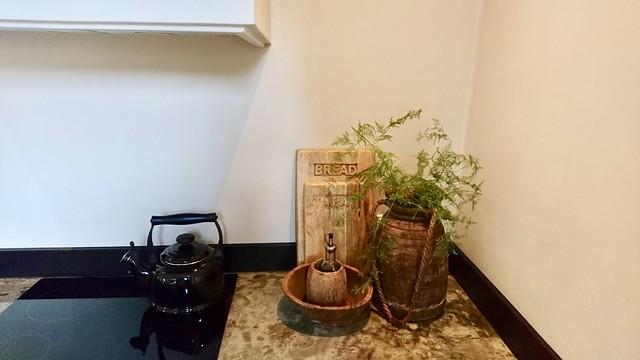 Fluitketel fornuis Nepalese pot aanrecht decoratie