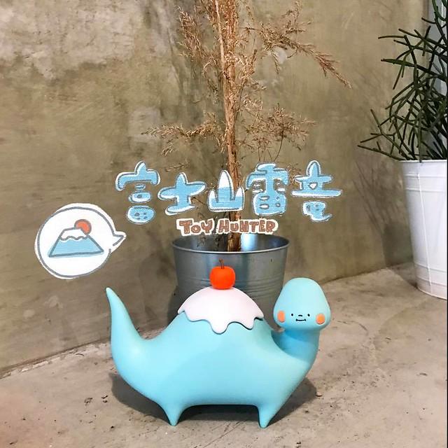台灣新生代插畫家狗狗 X 玩具獵人「富士山雷龍」萌萌現身!