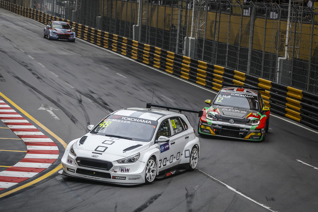 48 MULLER Yvan, (fra), Hyundai i30 N TCR team Yvan Muller Racing, action 12 HUFF Rob, (gbr), Volkswagen Golf GTI TCR team Sebastien Loeb Racing, action during the 2018 FIA WTCR World Touring Car cup of Macau, Circuito da Guia, from november  15 to 18 - Photo Francois Flamand / DPPI