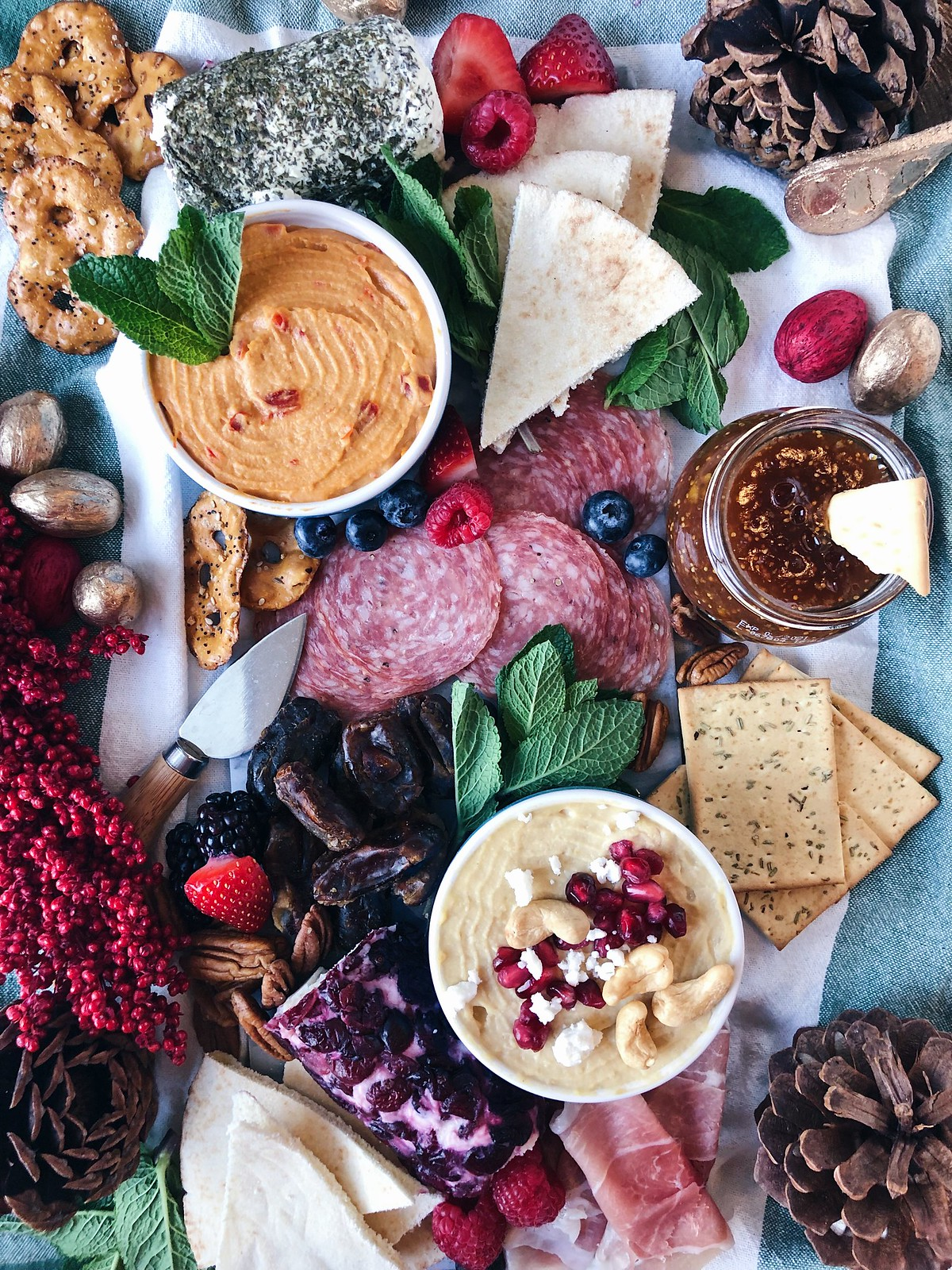 Blogmas // Entertaining guests with a holiday hummus board