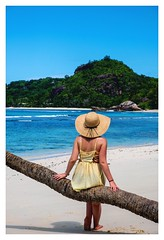 #Seychelles #bluesea #takamaka #portrait #yellow #girl #chapeau #fujifilmxt3 #beach #plage #photography #travel #picture #tropical #lagon #voyage #island #africa