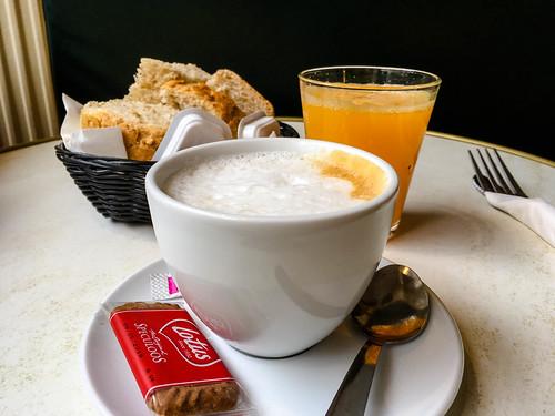 Bebidas, pan y mantequilla