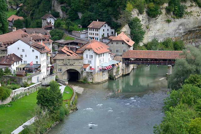 Fribourg. Río Sarine y Puente de Bern